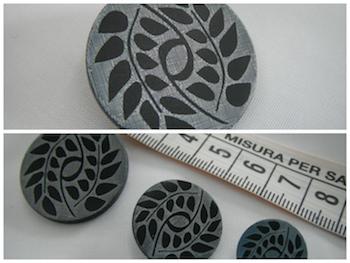 Bottone in madreperla lavorata nera argento 15mm.