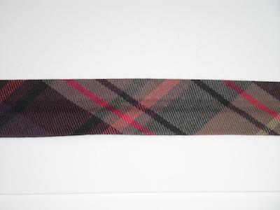Sbieco fantasia scozzese. Composizione 67% poliestere 33% cotone. Altezza 25mm