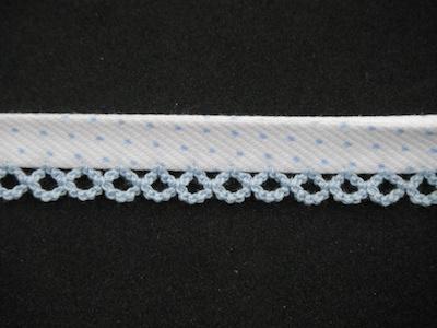 Sbieco pre-piegato con merletto finale celeste con fondo bianco 1.5cm
