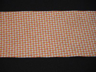 Nastro in sbieco senza alette fantasia arancione. Composizione 100% cotone. Altezza 8cm