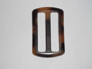 Fibbia resinata rettangolare. Dimensioni 6cmx4cm