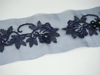 Guarnizione in organza ricamata con perle blu 5cm