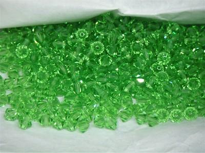 Strass sfaccettato bicono verde 0.4cm